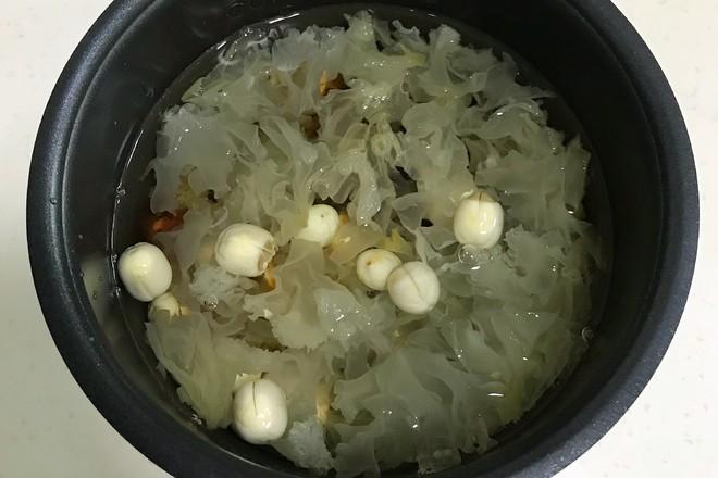 桃胶银耳凤梨甜汤的简单做法