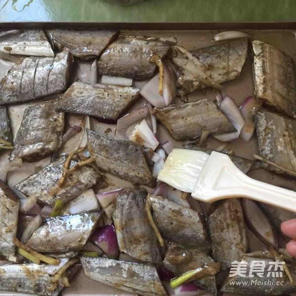 黑椒烤带鱼的简单做法