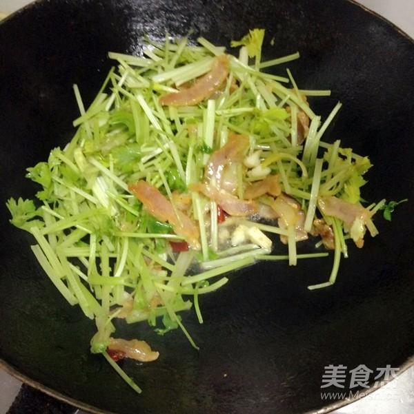 芹菜炒腊肉怎么炒