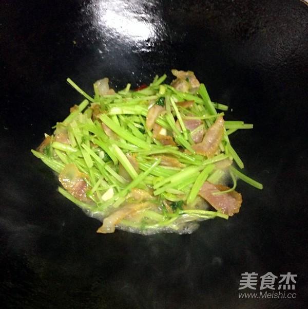 芹菜炒腊肉怎么炖