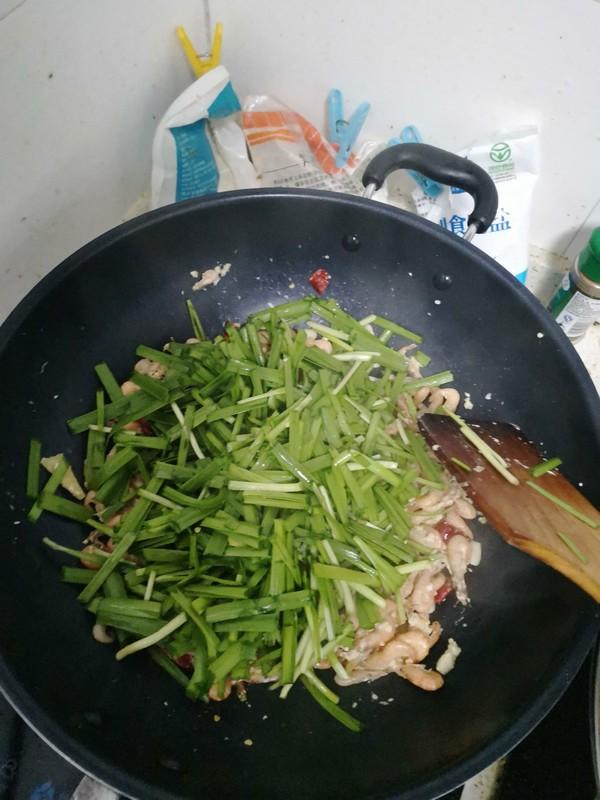 韭菜炒鲜河虾怎么做