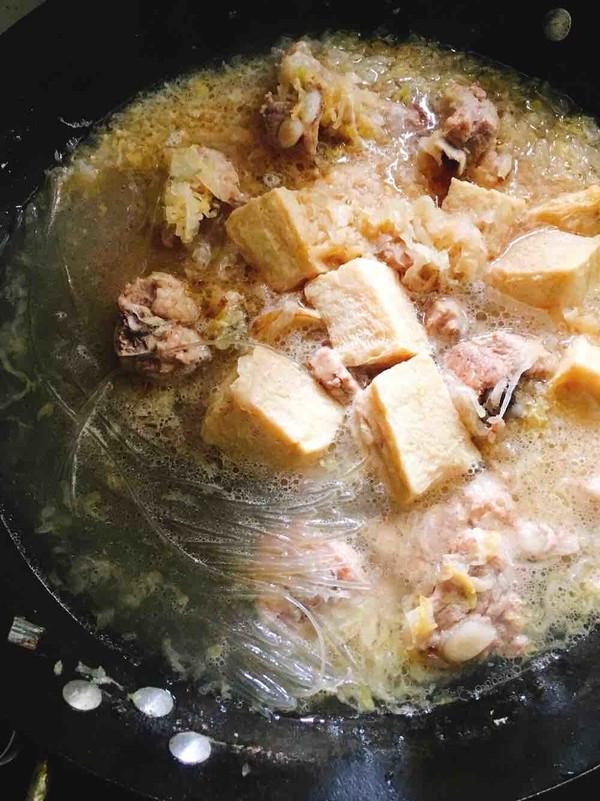 酸菜炖排骨怎么炒