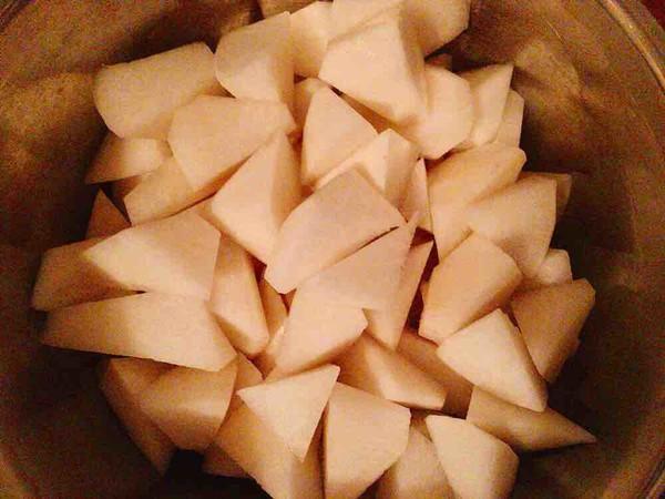 白萝卜猪肘汤的简单做法