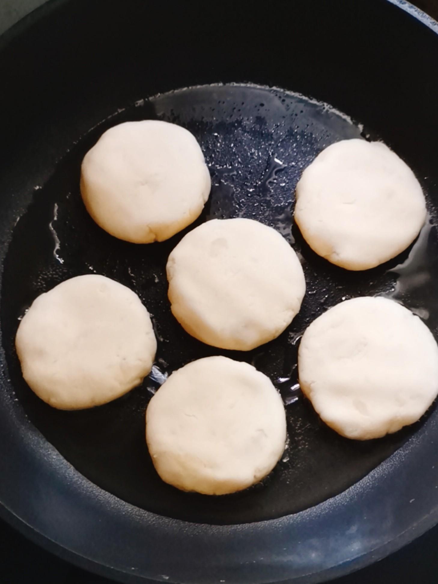 拉丝土豆糯米饼怎么炖