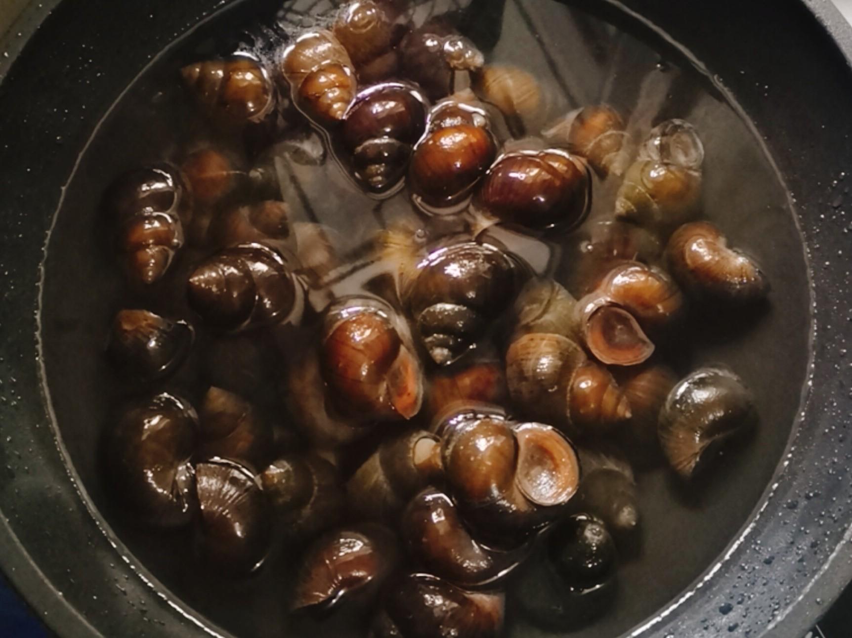 周庄名吃田螺塞肉,口口爆汁味道鲜的做法图解