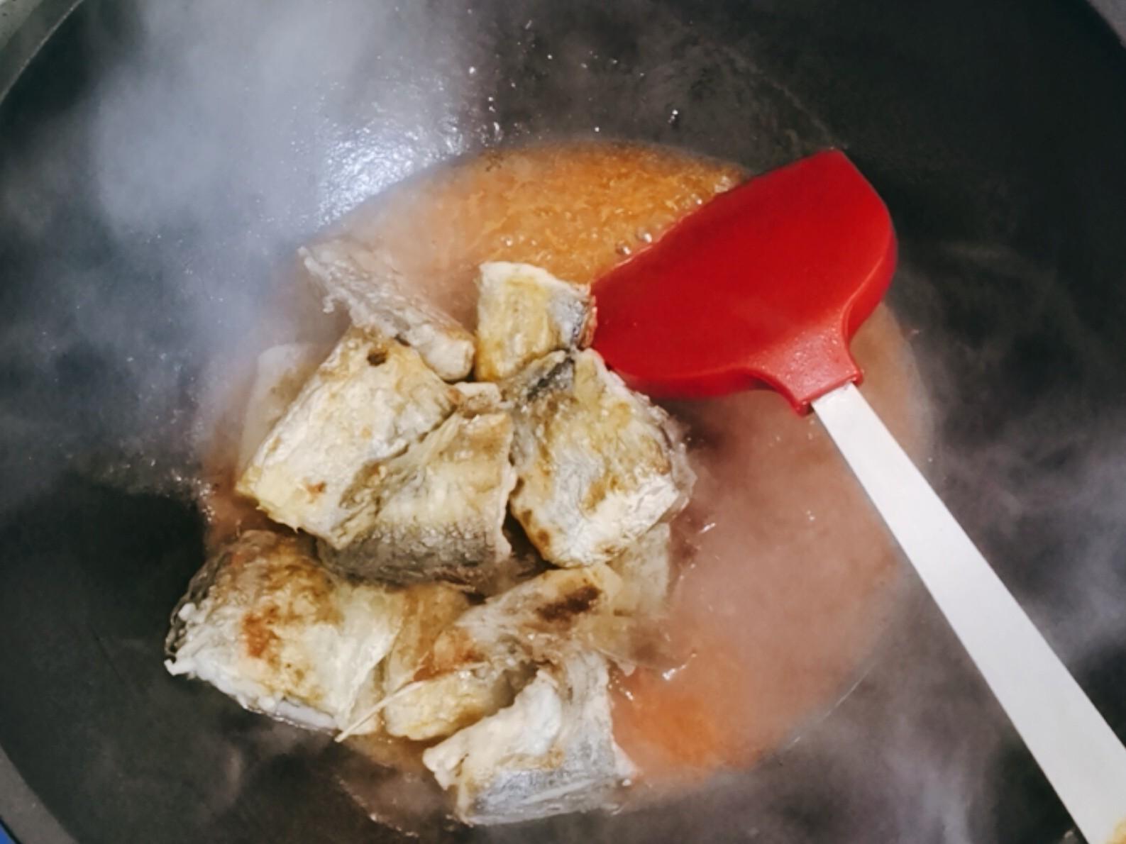 带鱼还可以做成茄汁味,保管家人都爱吃~怎么煮