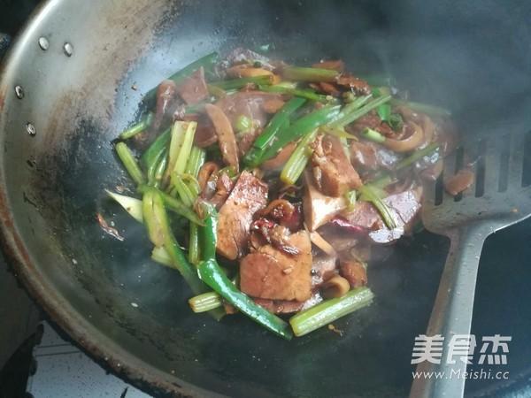 芹菜香菇肉片怎样煸