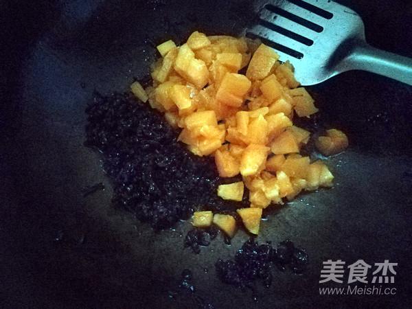酸甜口味的水果炒饭怎么炒