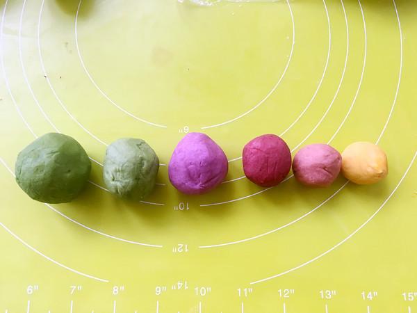 彩虹蛋黄酥怎么做