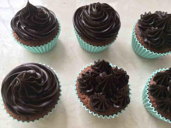 巧克力杯子蛋糕的制作大全