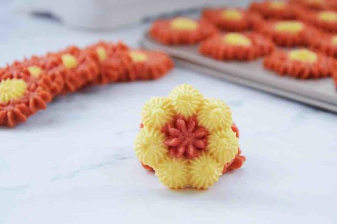 花朵酥脆曲奇成品图