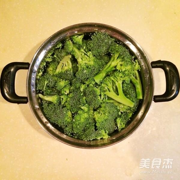 广式腊味煲仔饭(电饭锅版)的家常做法