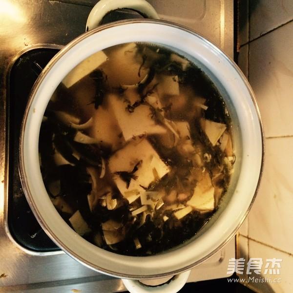 雪菜冬笋豆腐汤的简单做法