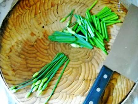 韭菜花爆猪肝的简单做法