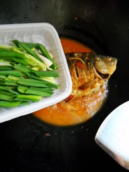 蒜香金针鲫鱼怎么煮