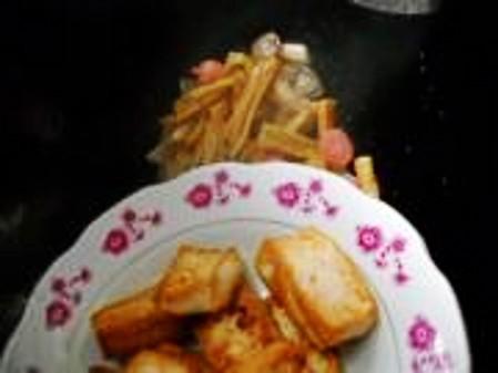姬菇烧豆腐怎么做