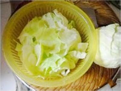 腊肉包菜炖薯粉的家常做法
