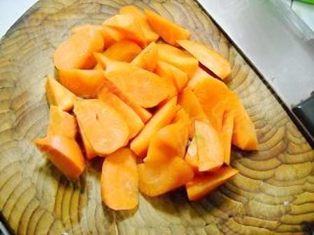 胡萝卜炖猪皮的家常做法