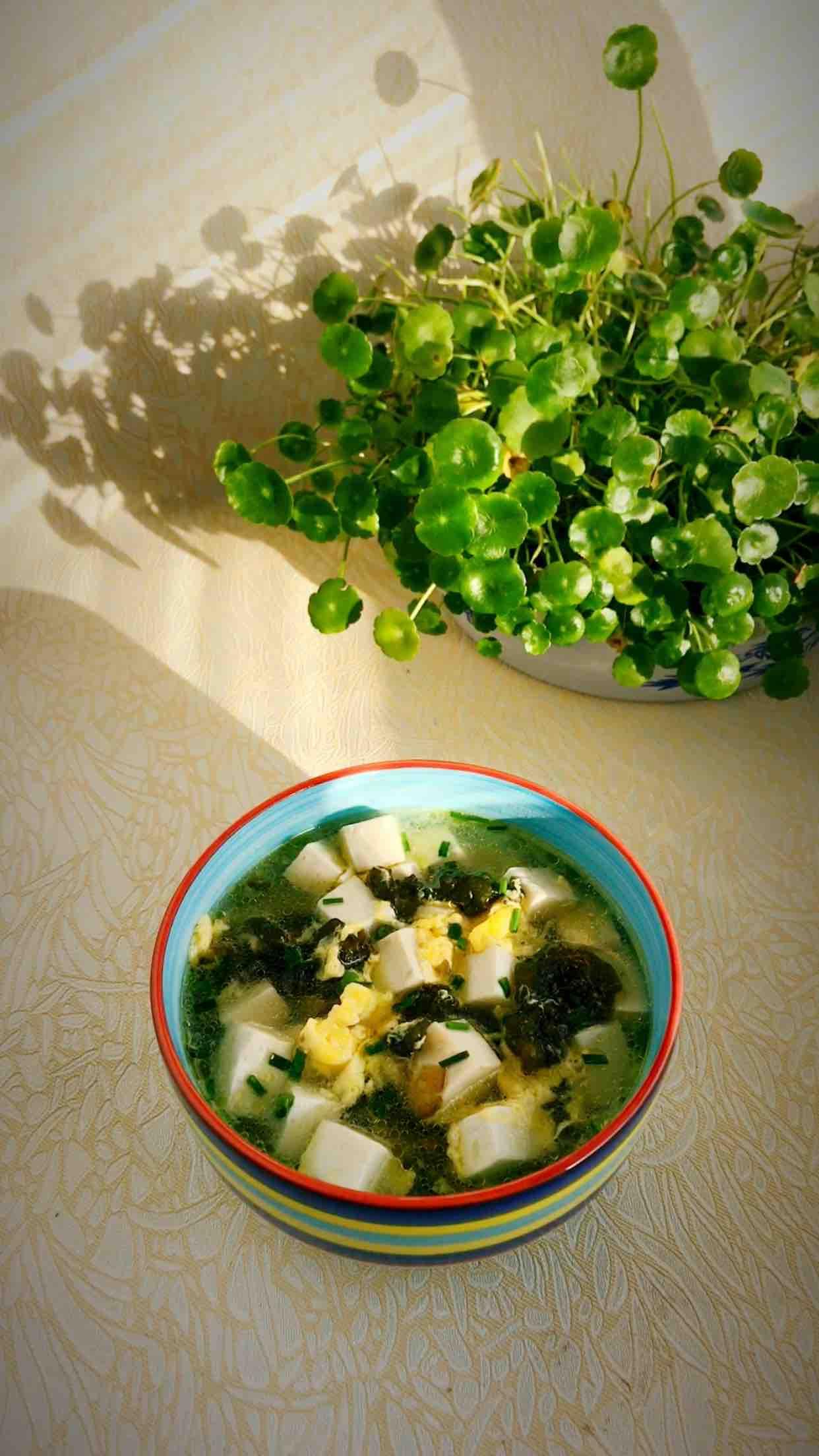地耳豆腐鸡蛋汤成品图