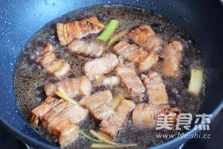 红烧肉焖饭怎么炒