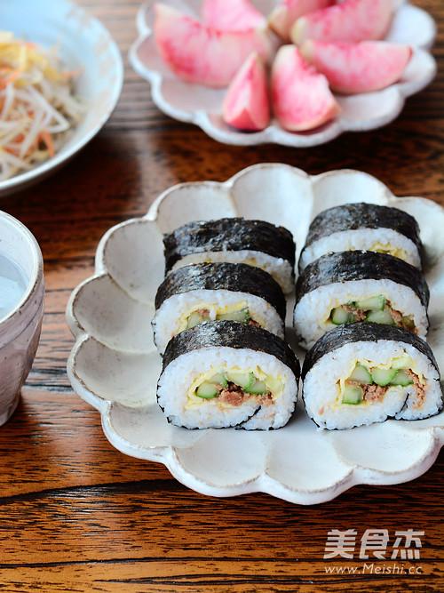 金枪鱼紫菜包饭成品图