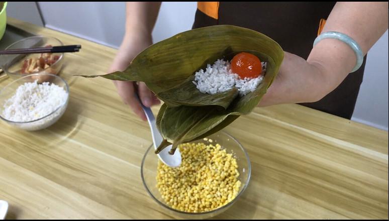 经典广式风味,咸蛋黄鲜肉粽的做法图解
