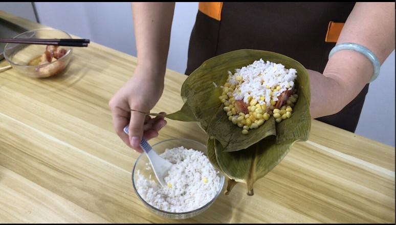 经典广式风味,咸蛋黄鲜肉粽的家常做法