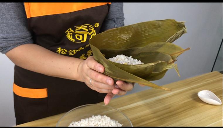 经典广式风味,咸蛋黄鲜肉粽的简单做法