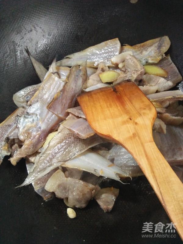 玉秃鲞炒肉片的简单做法