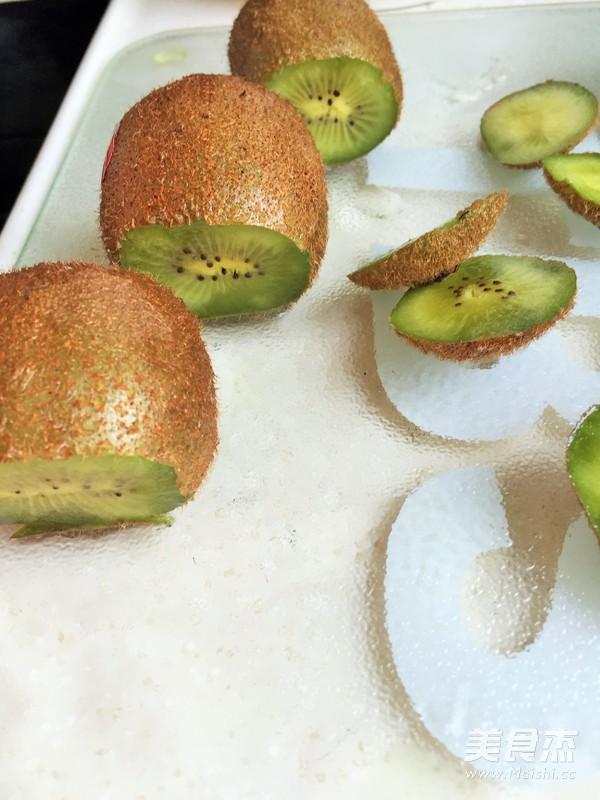创意猕猴桃汁香蕉拼杯的做法大全