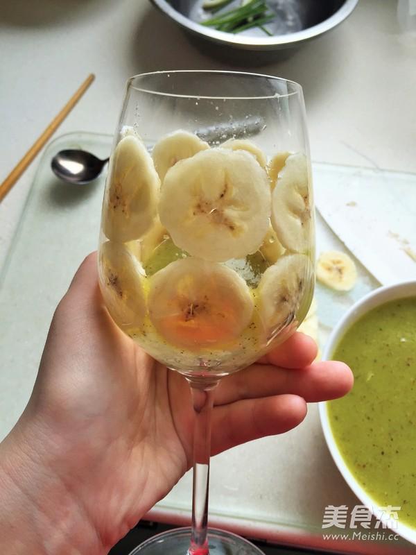 创意猕猴桃汁香蕉拼杯的简单做法