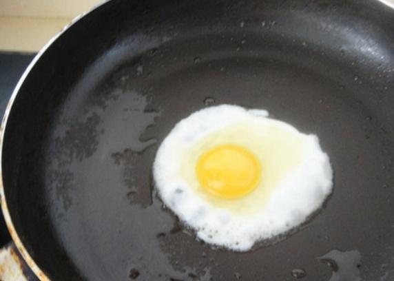 荷包蛋,炒方便面的简单做法