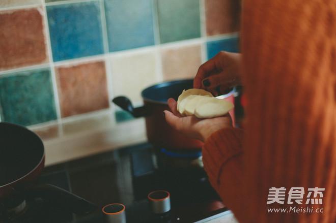 鲜美菌菇水饺怎么吃