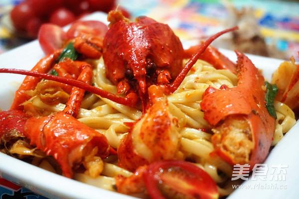龙虾炒面成品图