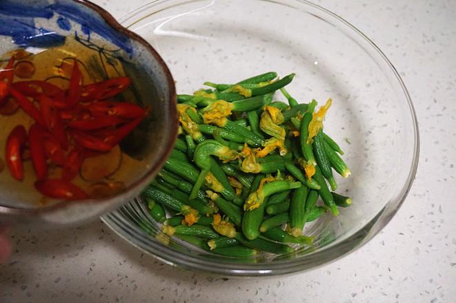 凉拌黄瓜花的步骤