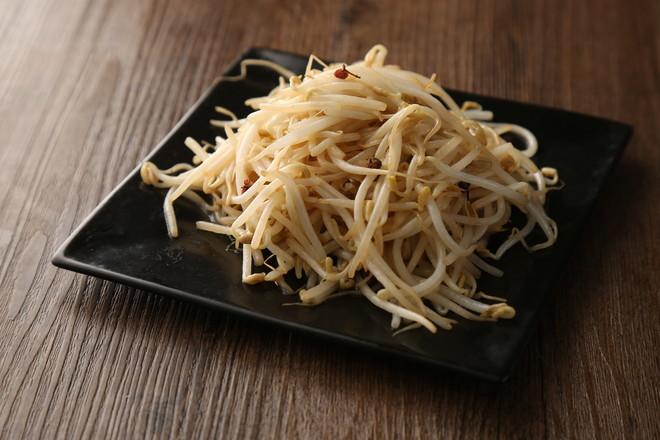 清炒豆芽成品图