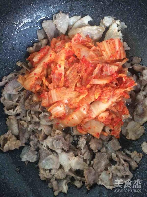 韩国辣白菜炒五花肉怎么做