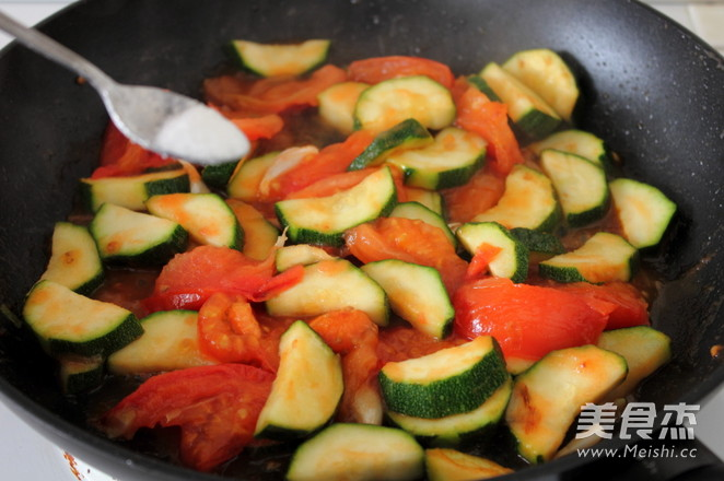 西红柿炒西葫芦怎么做