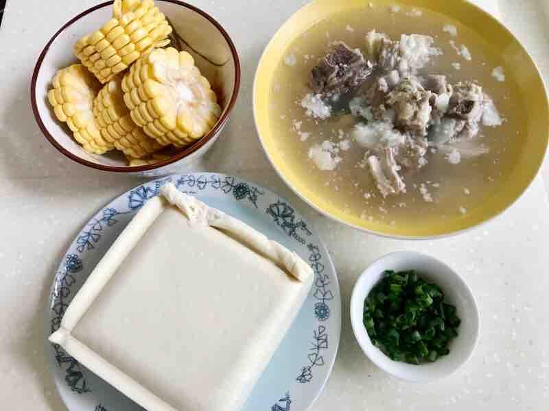 玉米豆腐排骨汤的做法大全