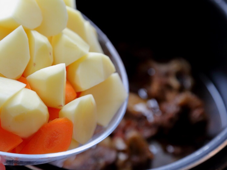 胡萝卜土豆炖牛肉怎么吃