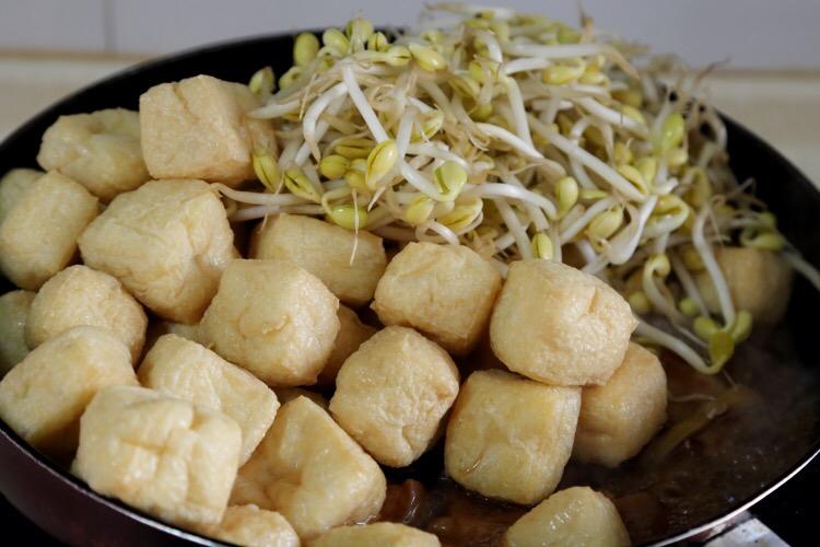 豆芽豆腐果烧五花肉的简单做法