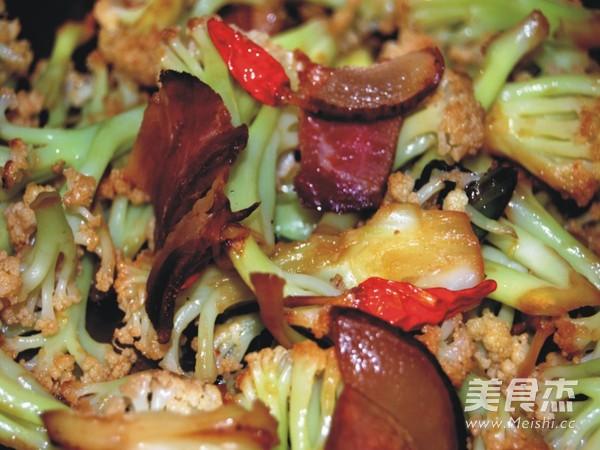 腊肉炒有机花菜怎么做