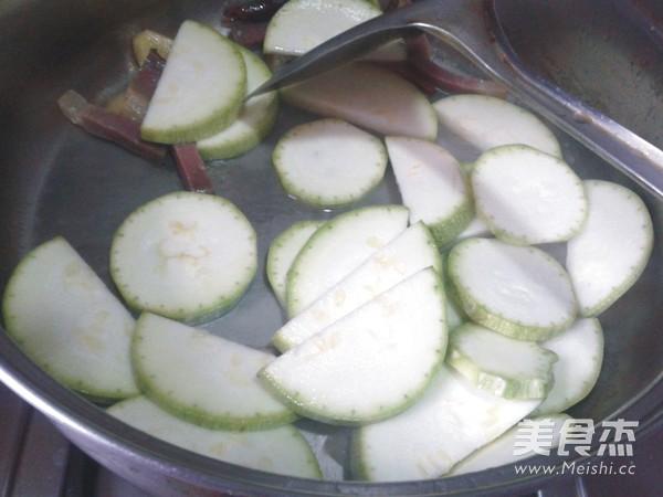 腊肉炒西葫芦的家常做法