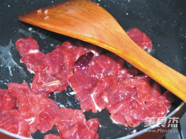 洋葱炒牛肉片的简单做法