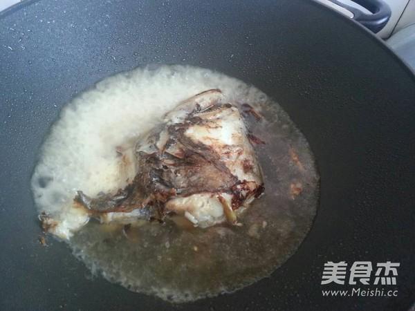 红烧鸦片鱼头怎么吃