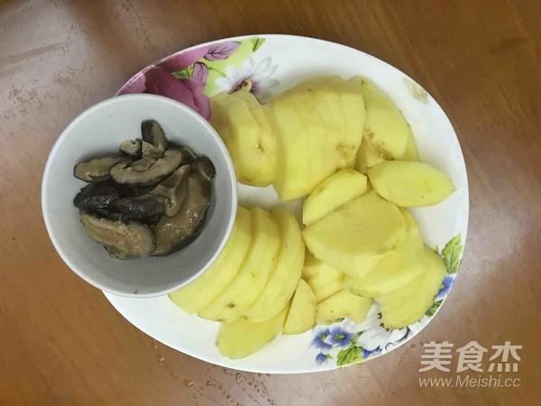 红腐乳焖土豆怎么做