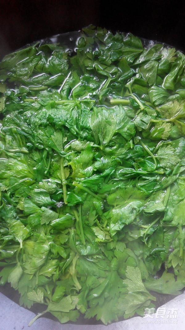 拌芹菜叶的做法图解