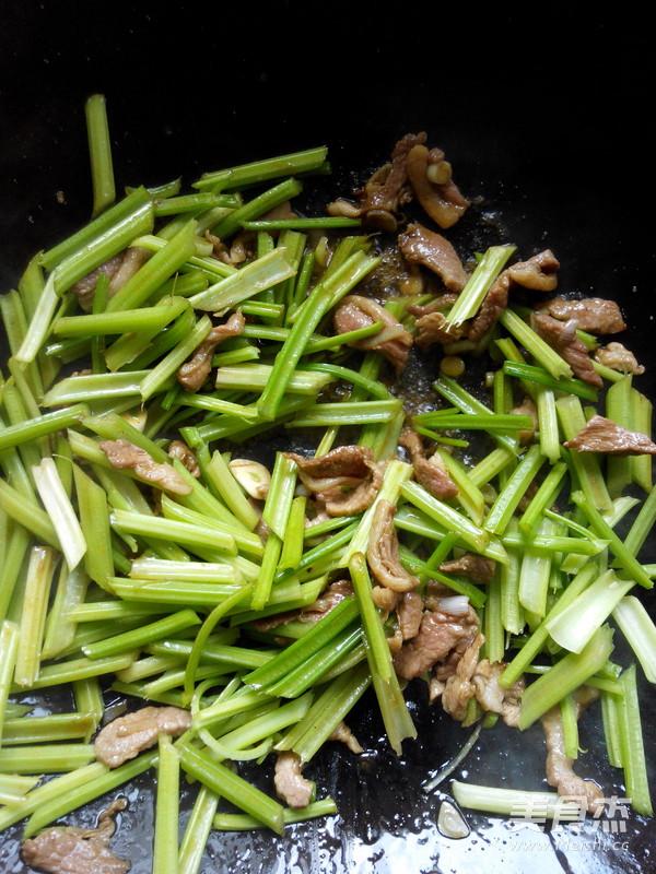 芹菜炒肉怎么吃