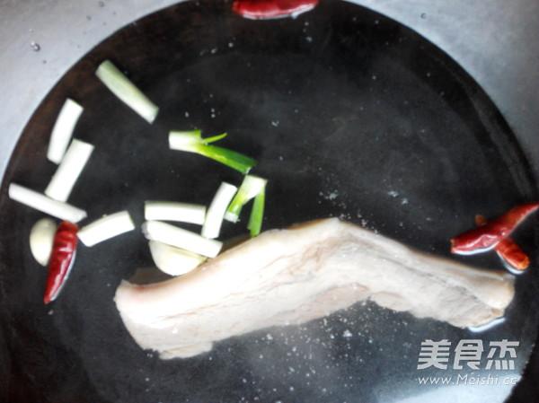 酸菜炖五花肉的家常做法