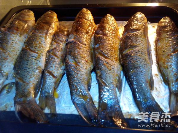 香辣烤草鱼怎么吃